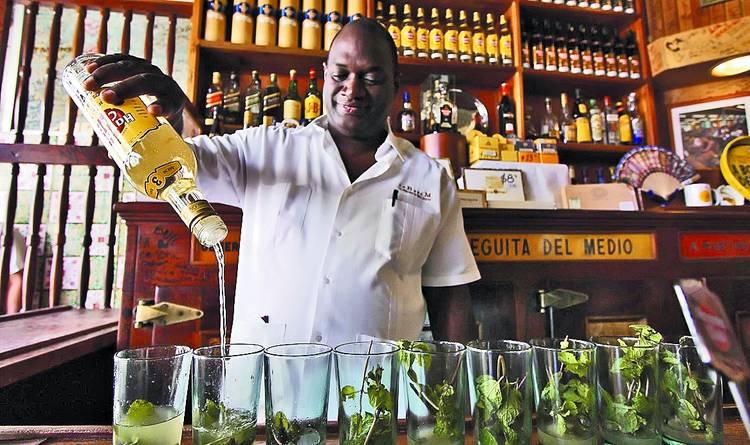 La-Bodeguita-del-Medio-Cuba-Hemingways-favourite-bar